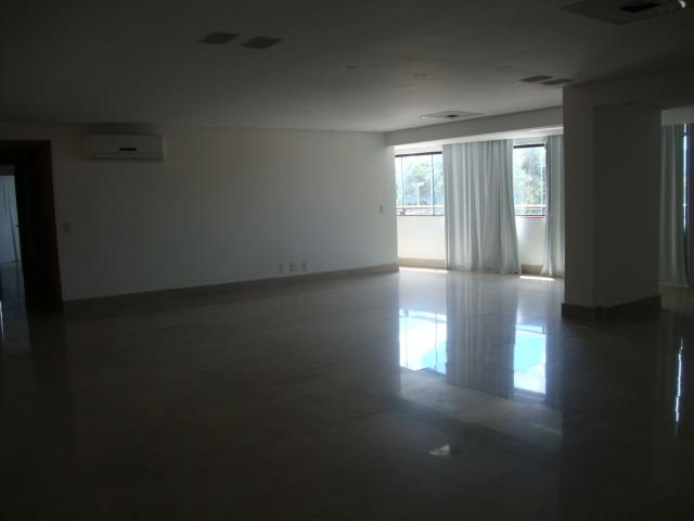 Lotus Vende Excelente Apartamento, Ed. Portofino, na Av. Gentil Bitencourt