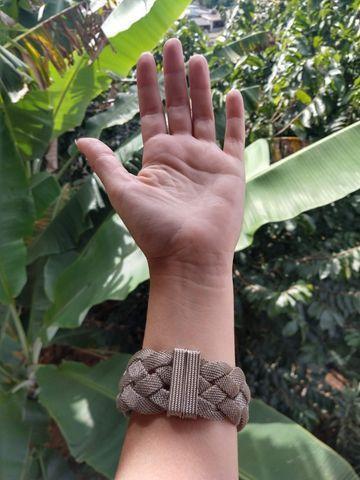 Pulseira prateada, fechamento magnético - Foto 4