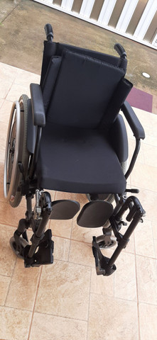 Cadeira de rodas novinha nunca usada, da ortobras