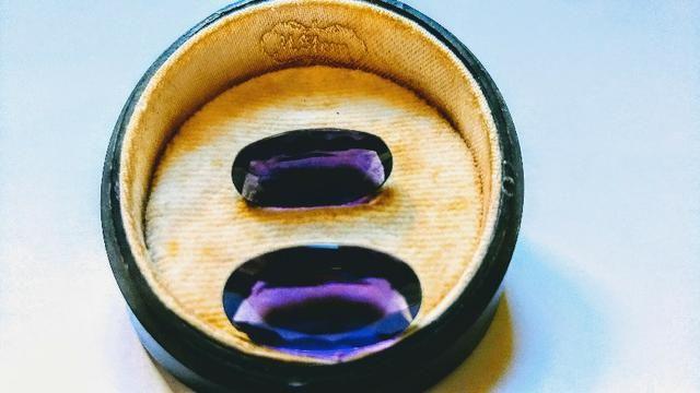 Duas pedras ametistas ovais lapidadas