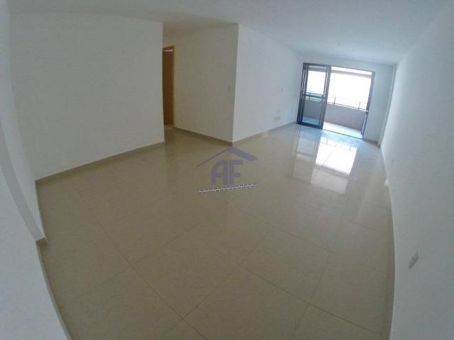 Apartamento com 3 suítes (1 reversível) - Jatiúca