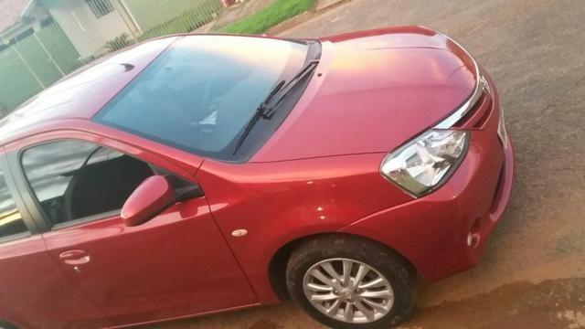 Etios xls sedan vermelho