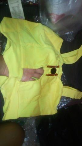 Kit de roupas novas com etiqueta