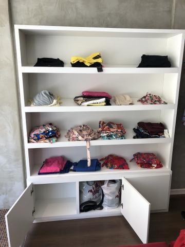 Móvel para calçados ou roupas