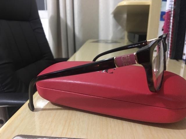 Óculos Carolina Herrera VHE 590 - Bijouterias, relógios e acessórios ... 5e7fdca6f3