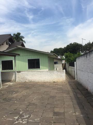 Alugo Casa de madeira no Pinheirinho Rua Mariano Snak , 350 fundos casa 02