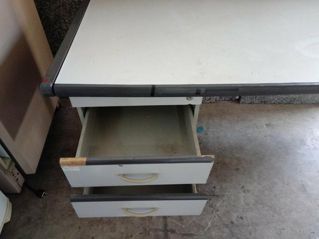 Escrivaninha. 1.70 x 0.70 x 0.74 A - Foto 2