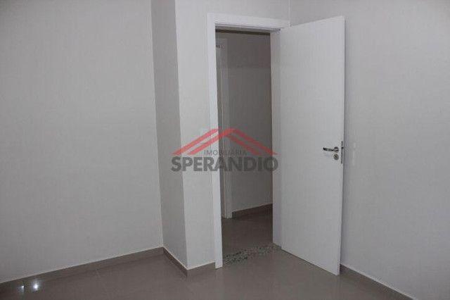 Apartamento térreo, FRENTE MAR em condomínio - Com 01 suíte + 02 quartos - Foto 9