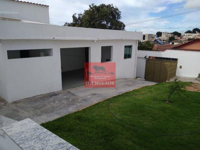 Casa com 3 quartos á venda no Santa Monica em um lote de 360 m2
