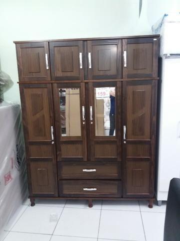 Guarda roupa de madeira,com espelho12x149,00