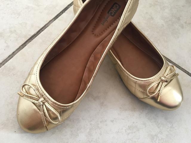 Sapatilha confort dourada