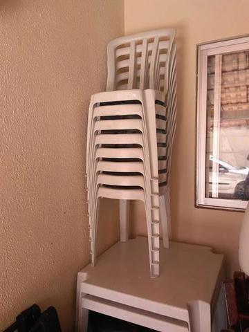 Vendo consjunto de mesa e quatro cadeiras tramontina