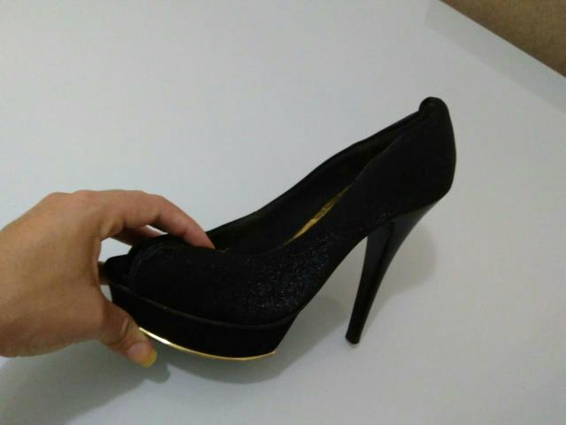 Linda sandália Preta