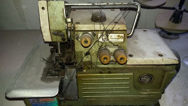 Máquina overlok - Foto 2