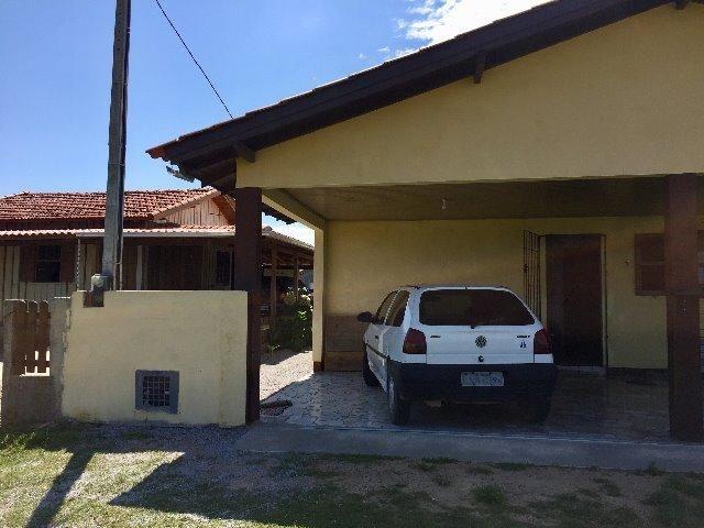 Casa na Praia do Camcho em SC, bem perto da praia