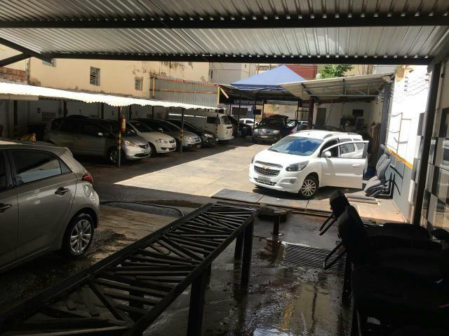 Lavajato e estacionando no Setor Oeste