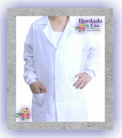 82986fc0bd Jaleco Profissional Personalizado Bordado - Bordado   Cia - Roupas e ...
