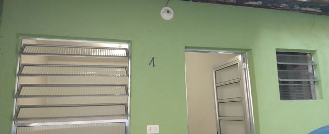 Um quarto com um banheiro - Foto 2