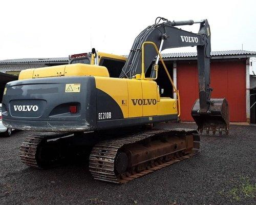 Escavadeira EC210B VOLVO (exigência de nome limpo) - Foto 3