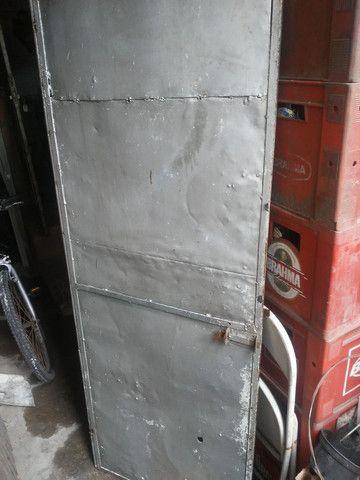 Portão de ferro todo fechado - Foto 4