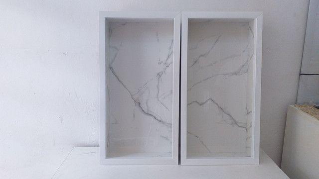 Nicho de banheiro feito em porcelanato com borda em alumínio  - Foto 2