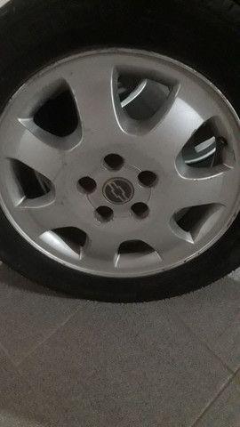 pneu e rodas gm 5 furos - Foto 3