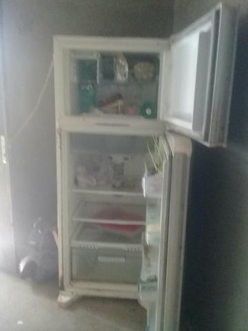 Vende essa geladeira só funciona o congelador
