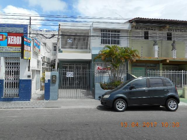 Casa com dois pavimentos na rua santa luzia bairro sao jose