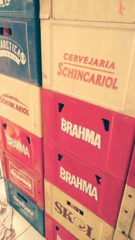 Vendo caixas de cervejas com garrafas