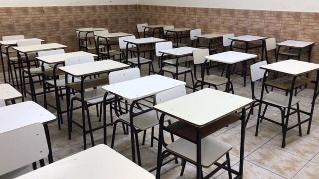 Carteiras e cadeiras escolares