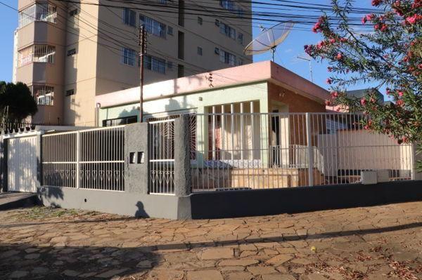 Casa com 3 quartos - Bairro Setor Aeroporto em Goiânia