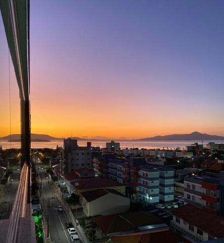 Apartamento amplo com vista para o mar - Praia Comprida