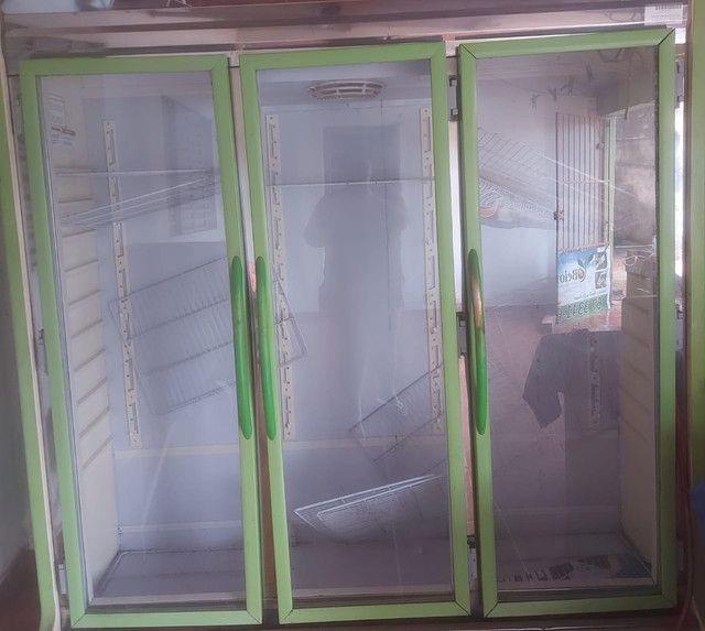 Urgente! Vendo freezer 3.500 valor negociável.