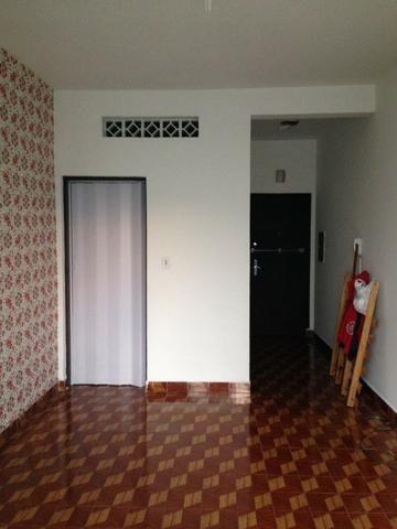 Aluga-se apartamento com 1 suíte no centro próx ao metro São Bento