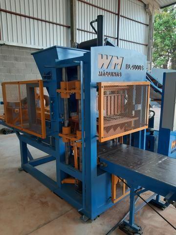 Máquina de blocos e pisos de concreto automática