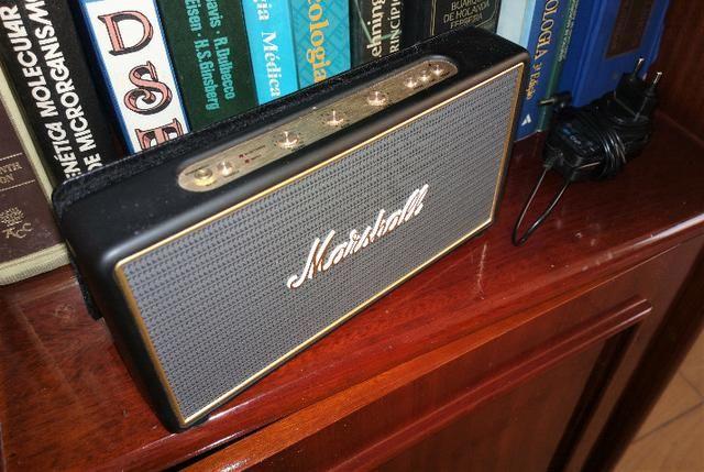 Caixa bluetooth Marshall Stockwell com flip case seminova