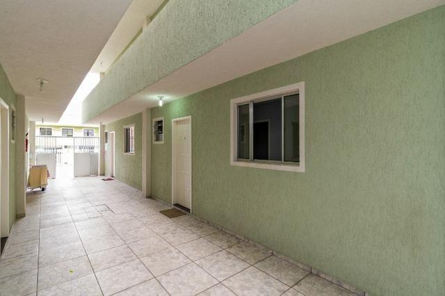 Apartamento ótimo, próximo ao terminal pinheirinho em frente ao mercado condor - Foto 13