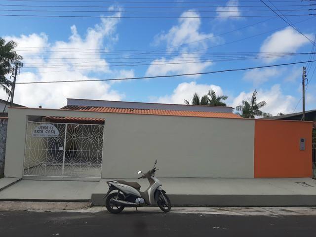 Vende-se casa em Parintins no Conj: João Novo com 3 suítes e 1 banheiro social