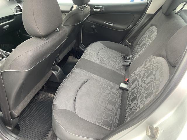 Peugeot 207 Completo 1.4 Flex 2011 impecável - Foto 9