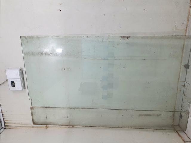 Vendo porta de vidro 2,20x1,00 - Foto 3
