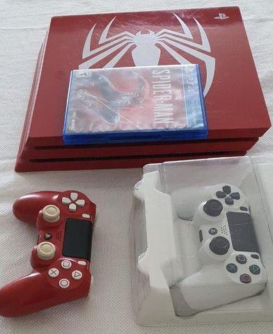 Pacote Sony Edição Limitada Marvels Spider-Man PS4 Pro 1 TB, vermelho<br><br> - Foto 4