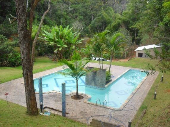 Sitio em santa teresa 3 chal s piscina churrasqueira for Piscina santa teresa albacete