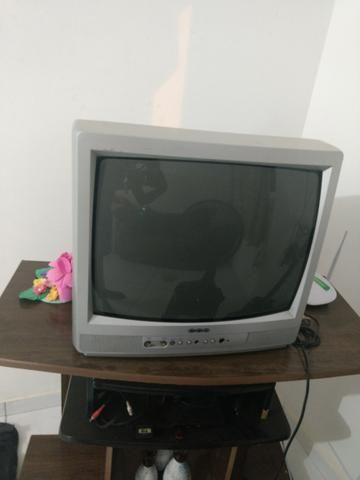 Vendo estante com tv de tubo