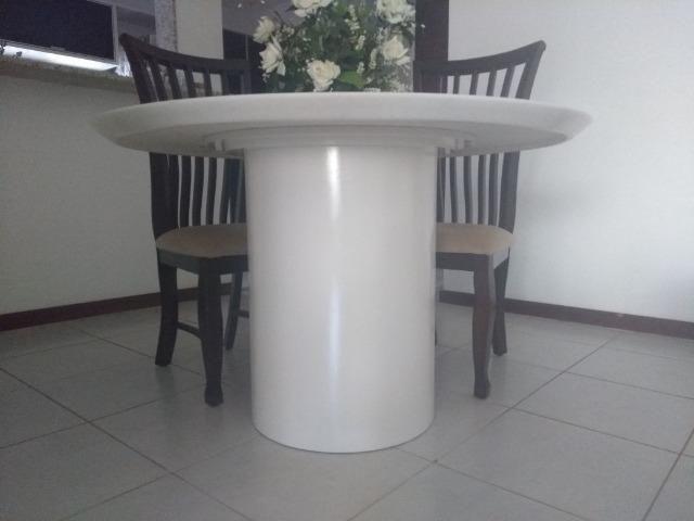 Mesa em mármore branco impecável