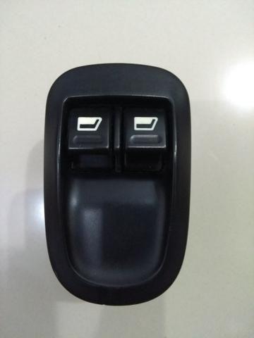 Caixa de comando dos vidros do Peugeot