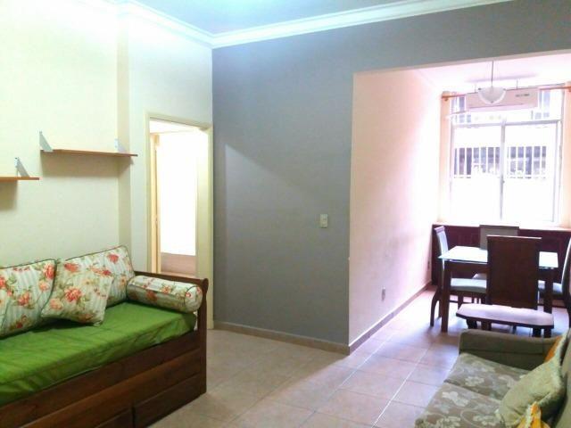 Alugo lindo sala quarto com dependência de empregada no Leme