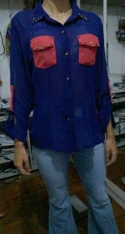 Camisa azul e Rosa