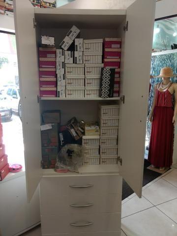 Móveis pra loja! armário com gavetas e cortina pra provador