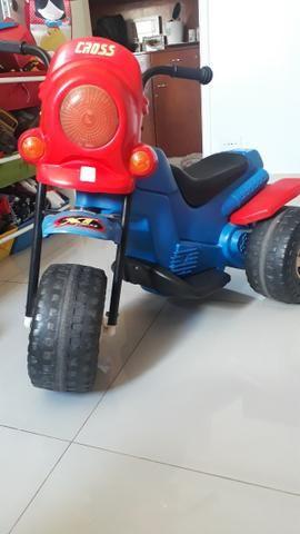 Moto elétrica infantil - Brinquedos Bandeirantes