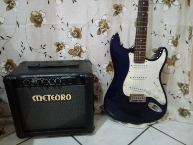 Guitarra e caixa meteoro
